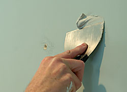 How To Fix Screw Holes In Wall : the painted surface how to patch a hole ~ Vivirlamusica.com Haus und Dekorationen